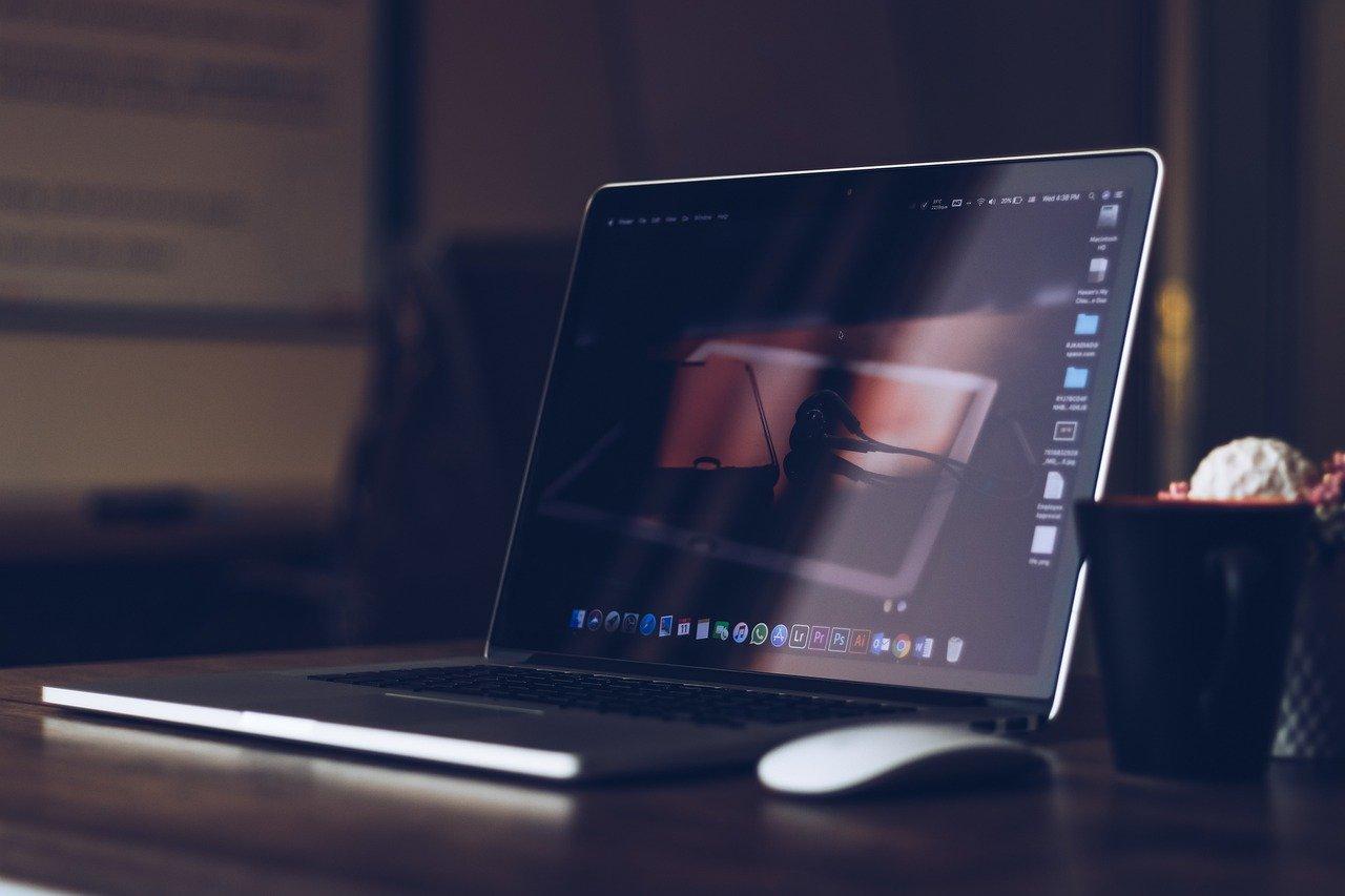 laptop, desk, workplace-5842509.jpg